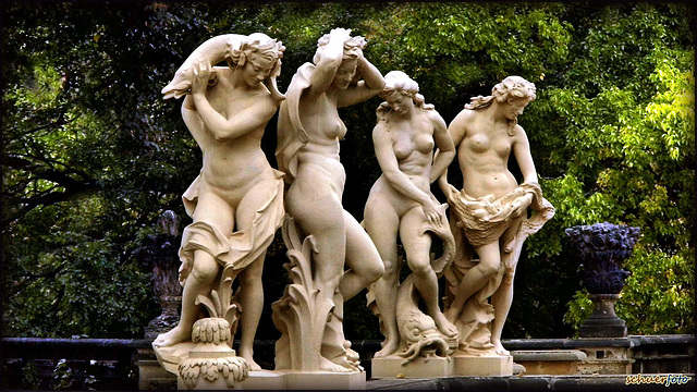 "Dresdener Zwinger. ""Barocke Damen präsentieren sich in voller Schönheit"""