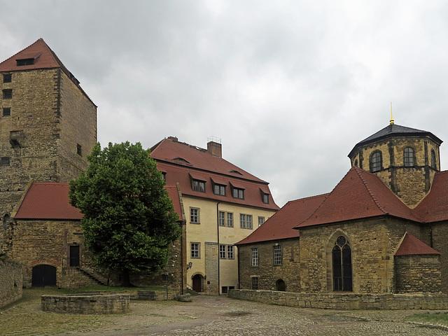 Innenhof mit Kirche