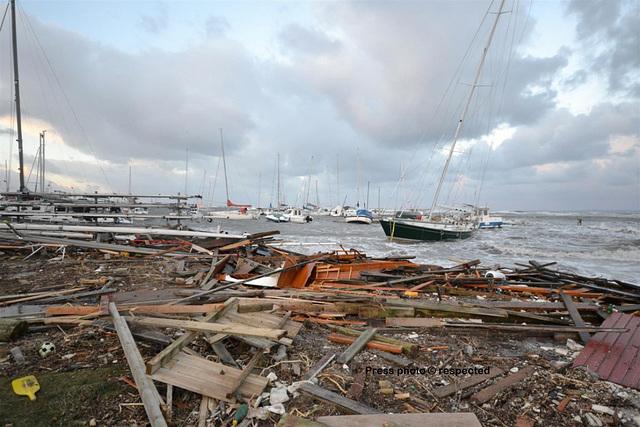 Gilleleje harbour after Hurricane Bodil Opposites - Rough