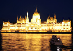 Parlamentsgebäude bei Nacht
