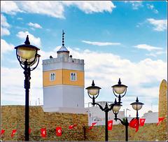 Hammamet - i lampioni della piazza della Repubblica e la moskea Kabir nella Médina