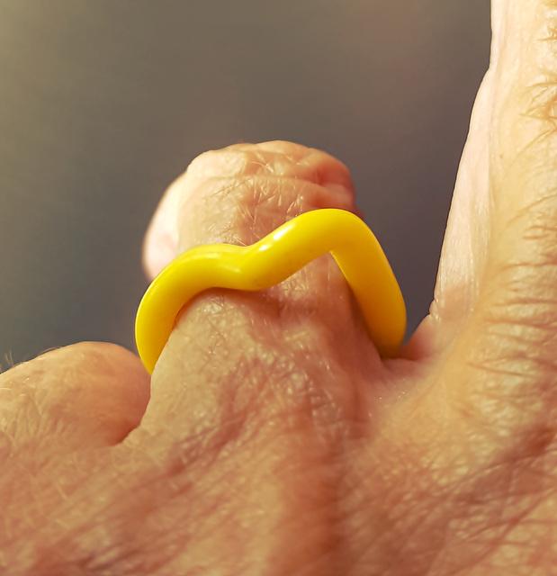 The yellow ring -  l'anellu giallu