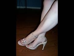 Tanya's new heels /  Les nouvelles chaussures de Tanya