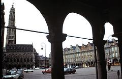 Arras (62) 1 avril 1979. La Place des Héros. (Diapositive numérisée).