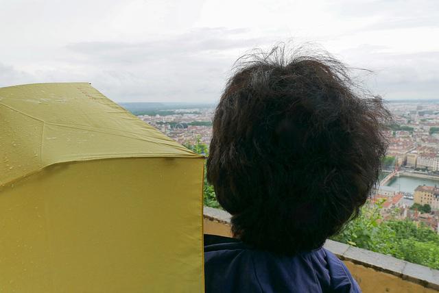 Vue panoramique sur ma femme par temps humide