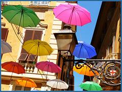 Genova : tanti ombrelli colorati di fronte alla Prefettura -