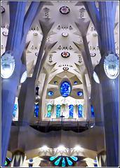 Barcellona : La navata centrale della Sagrada Familia