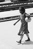 Bangladesh - petite porteuse d'eau