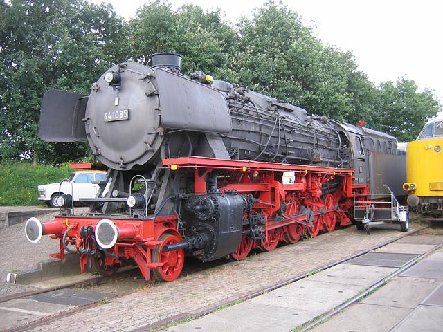 VSM 44 1085