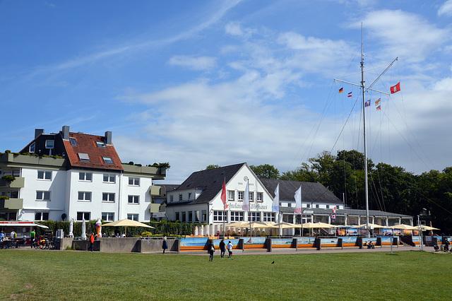 Die Schiffsbegrüssungsanlage am Schulauer Fährhaus