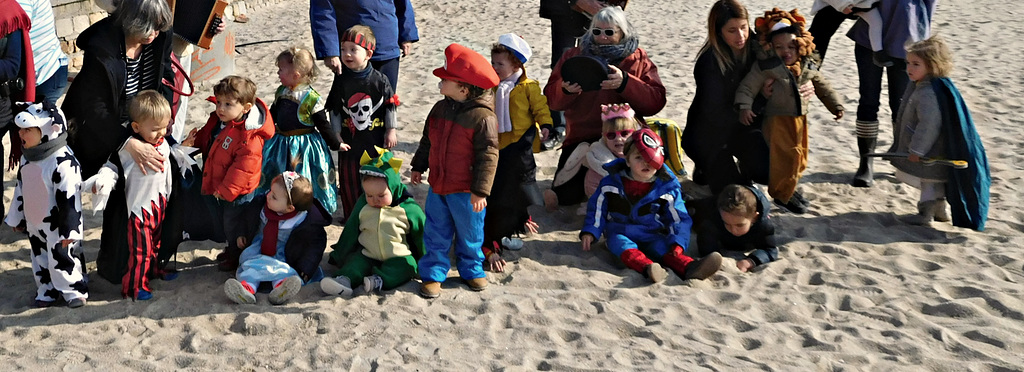 petits anges heureux,, c'est la fête, à la plage