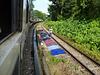 Neben dem Zug -3