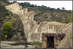 Reste der Staumauer Malpasset