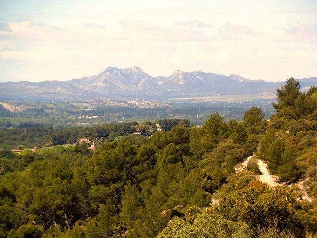 les Alpilles vue du Luberon, The Alpilles mountains views from the Luberon.