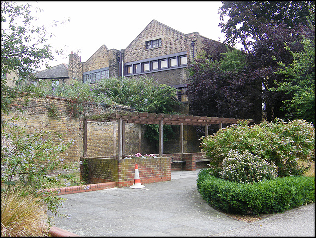 Leathermarket Gardens gazebo