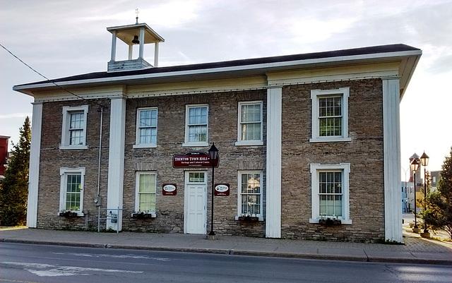 Hotel de ville / Town hall