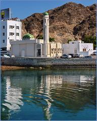 Mutrah : una piccola moskea sul mare