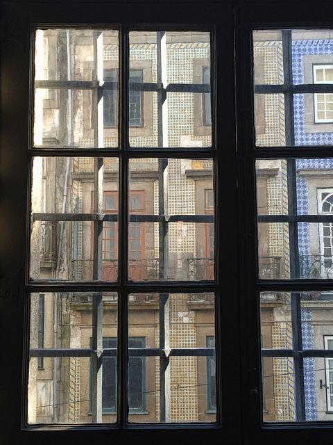 tiled walls, Oporto