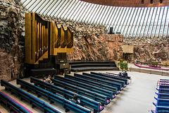 in der Felsenkirche Helsinki (© Buelipix)