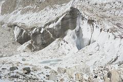 Ngozumba Glacier, Ice Schism