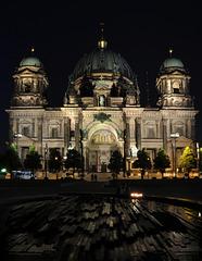der Berliner Dom bei Nacht