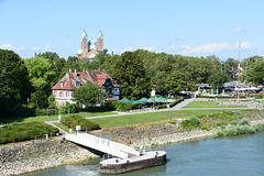 Blick von der Rheinbrücke auf den Kaiserdom von Speyer