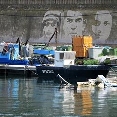 """""""Homme libre, toujours tu chériras la mer !""""                    (Ch. Baudelaire)"""