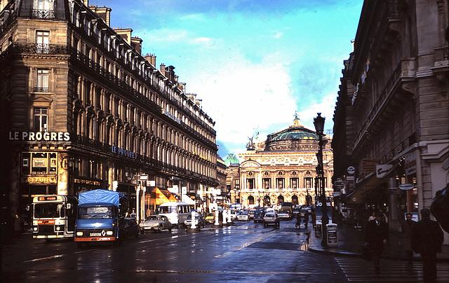 Paris (75)  Décembre 1977 . (diapositive numérisée).