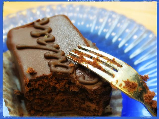 09SH A piece of cake