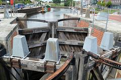 Stadthafen mit den Schleusentoren zum Oberlauf der Schwinge im Vordergrund