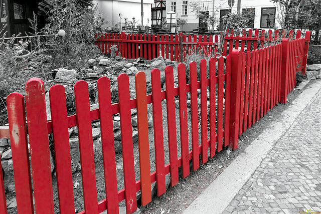Red fence - HFF (PiP, clickable!)