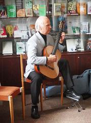 Jiří Jelínek, membro de Sekcio de nevidantoj de ĈEA muzike kontribuas al la inaŭguro