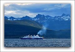 Barco de National Geographic en el canal Beagle