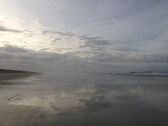 Wolken fegen über den Strand