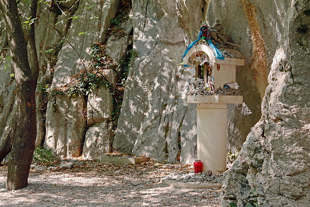 Nationalpark Paklenica - Schrein am Wegesrand