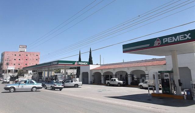 Hôtel et essence à la mexicana