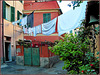 Oggetti appesi : un bucato completo nel borgo marinaro