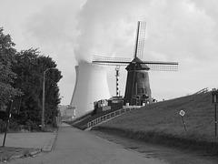 Doel  le moulin et la centrale
