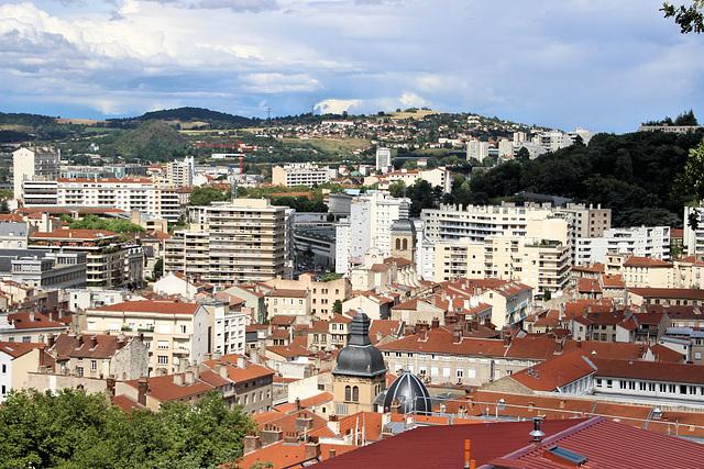 Saint-Etienne (42) 29 juin 2017. La ville vue depuis la Place des Pères.