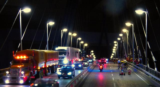 Radrennen auf der Köhlbrandbrücke: die Kleinen sind abgehängt (please enlarge)