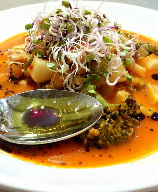 Gemüse mit frischen Sprossen