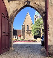 Tor zum Namburger Dom