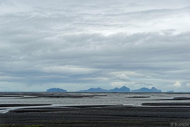 unterwegs auf der Strasse 252 - Blick zu den Westmänner-Inseln (© Buelipix)