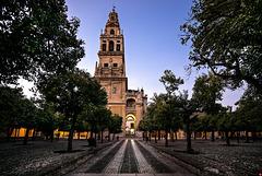 Torre-Campanario (Glockenturm) und Puerta del Perdon (Büßertor), zu Beginn der blauen Stunde... (4 x PiP)