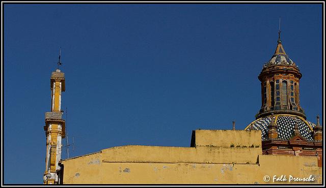 Seitenblick auf eine Scheinfassade