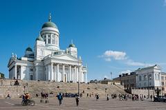auf dem Senatsplatz vor dem Dom Helsinki (© Buelipix)