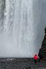 die stürzenden Wassermassen des Skógafoss (© Buelipix)