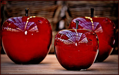 Apples big,  Apples small,  Guess what?  I like them all.....