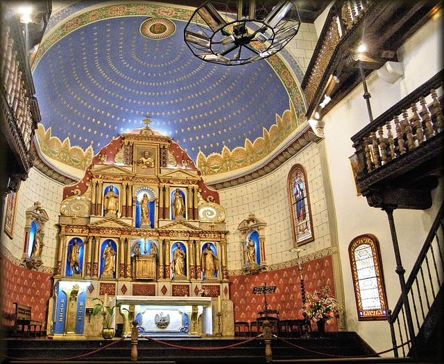 Ainhoa (64) 23 septembre 2012. Eglise basque typique.