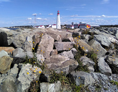 Phare sur roches / Lighthouse on rocks